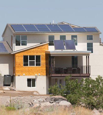 Esta casa produce más energía de la que consume