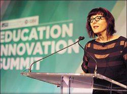 Lynda Weinman en la Cumbre de Innovación Educativa, en Arizona. Foto: Lynda.com