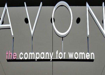 Avon pagará 135 mdd a EU por sobornos; ventas caen 11.1%