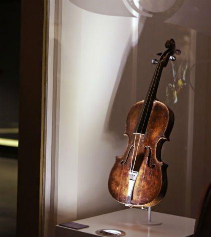 Subastan violín del Titanic en 1.5 mdd
