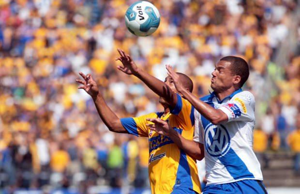 Futbolistas enfrentan riesgo de demencia por cabeceo de balones