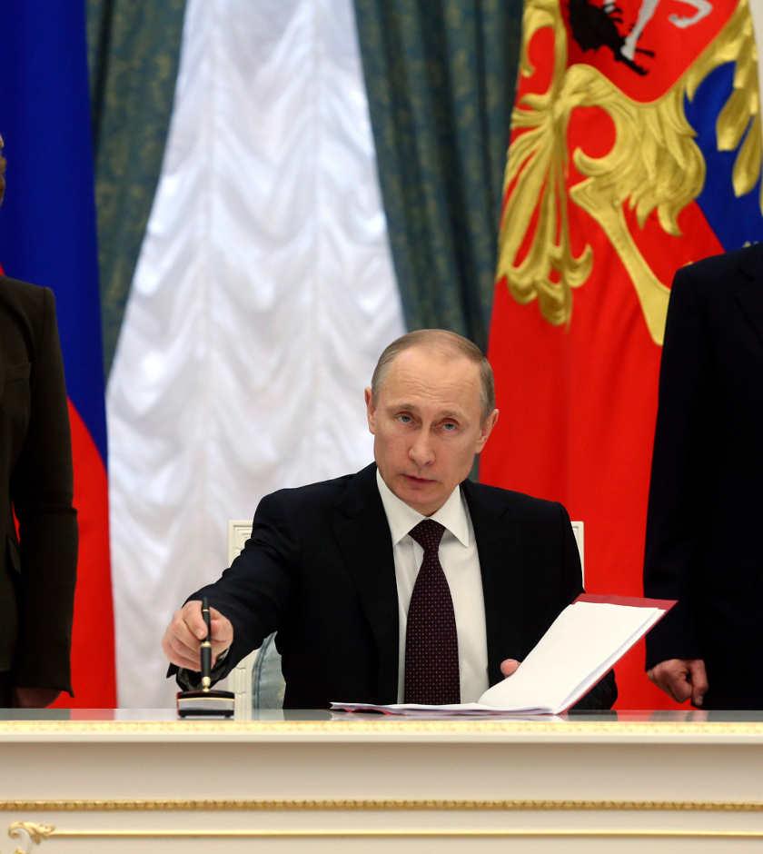 Putin firma leyes que anexionan Crimea a Rusia