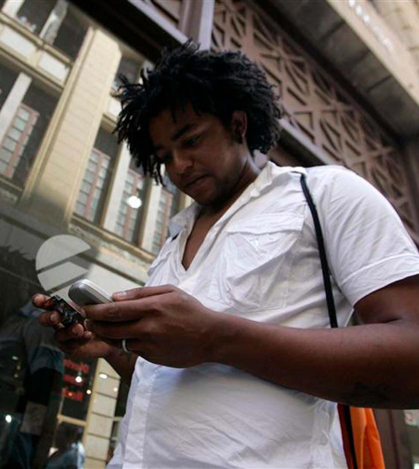 Cuba abre el acceso gratuito a Internet desde teléfonos celulares
