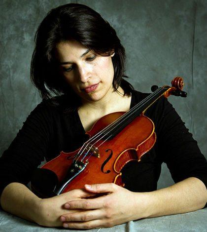 Paulina Derbez y un violín