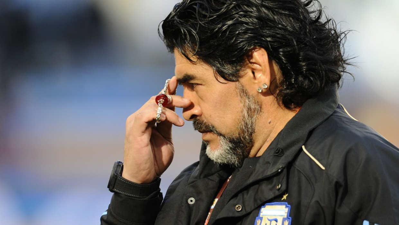 Maradona ingresa a hospital por problemas de salud