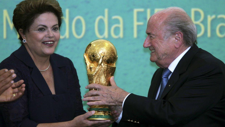 Rousseff presenta copa del Mundial; garantiza obras y seguridad