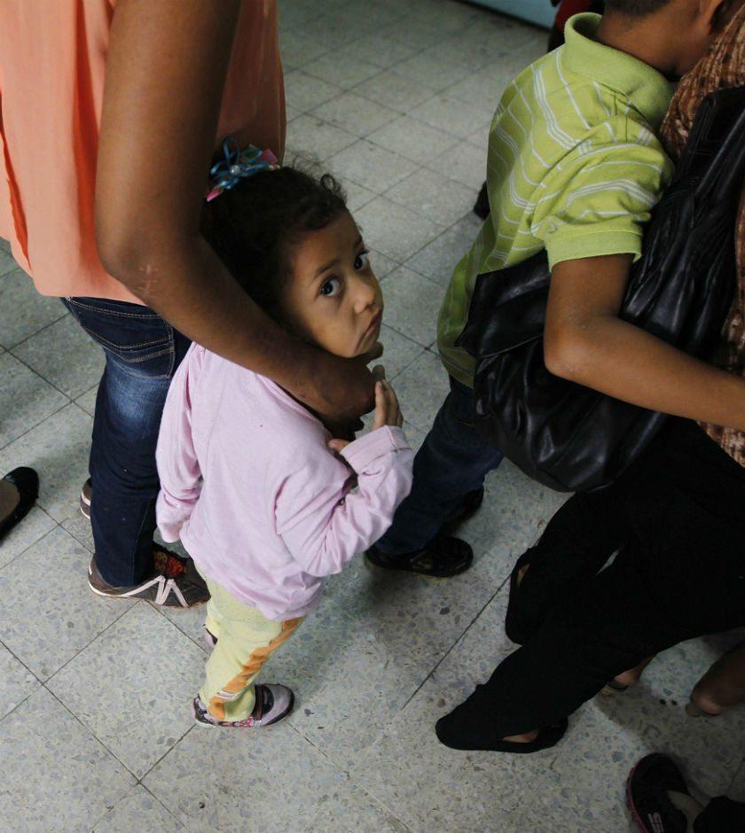 EU tomará las huellas digitales de los padres de niños inmigrantes