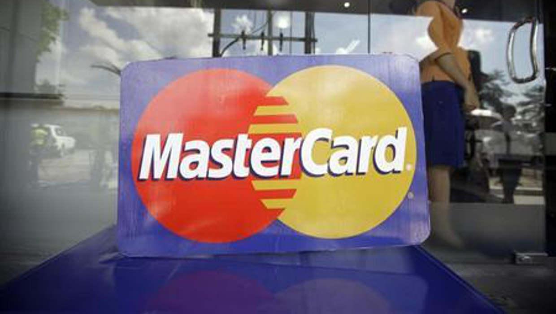 Ganancias trimestrales de Mastercard se desploman por reforma fiscal