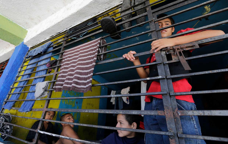 Tunden a Trump por buscar detención indefinida de niños migrantes