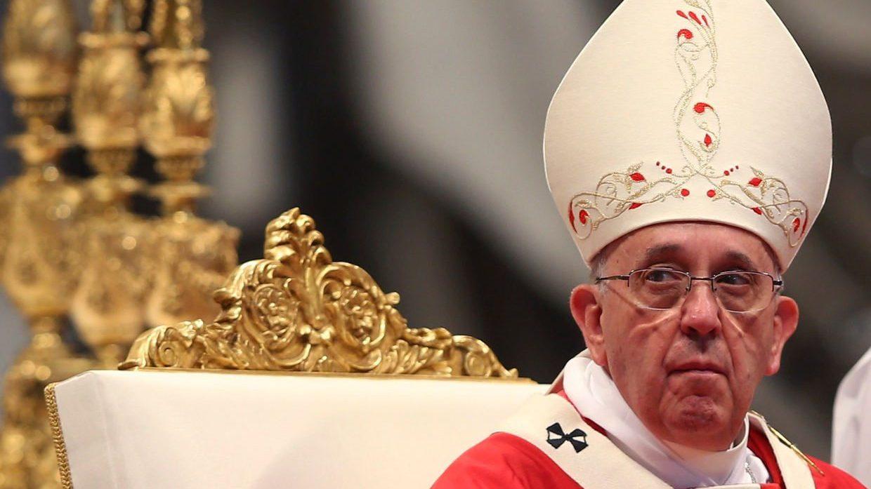 El Papa pide cambiar los modelos económicos que idolatran al dinero y al poder