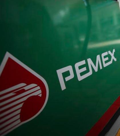Diputados aprueban que el gobierno asuma pasivos laborales de Pemex