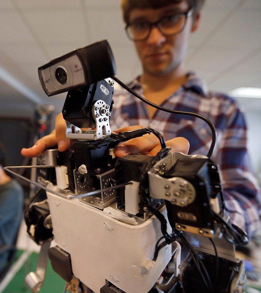 ¿Cómo competir con un robot por un empleo?