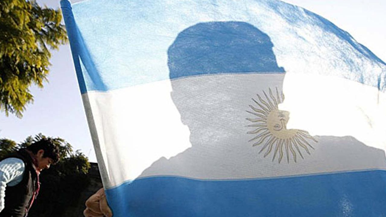 Peso argentino sigue en picada