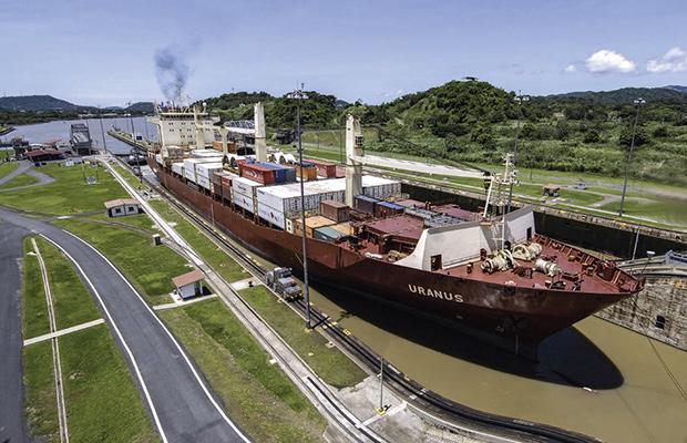 Primer crucero neopanamax de la temporada cruza por el Canal de Panamá