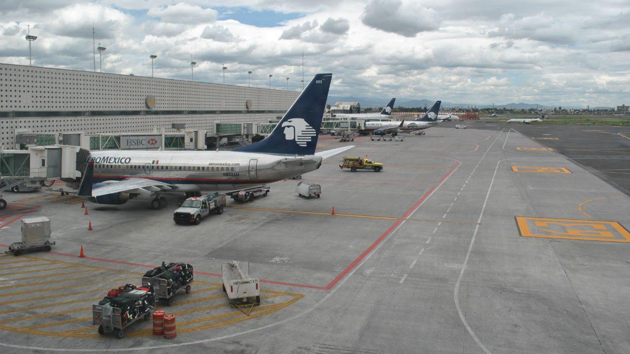 México mantiene frontera abierta a vuelos de Reino Unido pese a nueva cepa de Covid-19