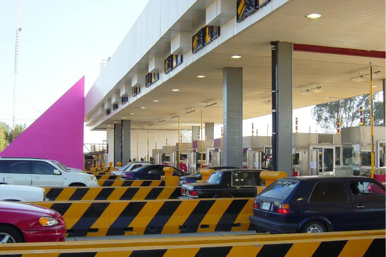Bloqueos a casetas provocan pérdidas por 4 millones de pesos diarios
