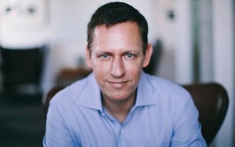 El multimillonario Peter Thiel dice que es orgullosamente gay durante convención republicana