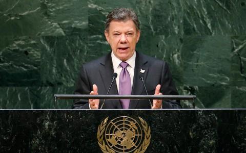 Hospitalizan al presidente de Colombia