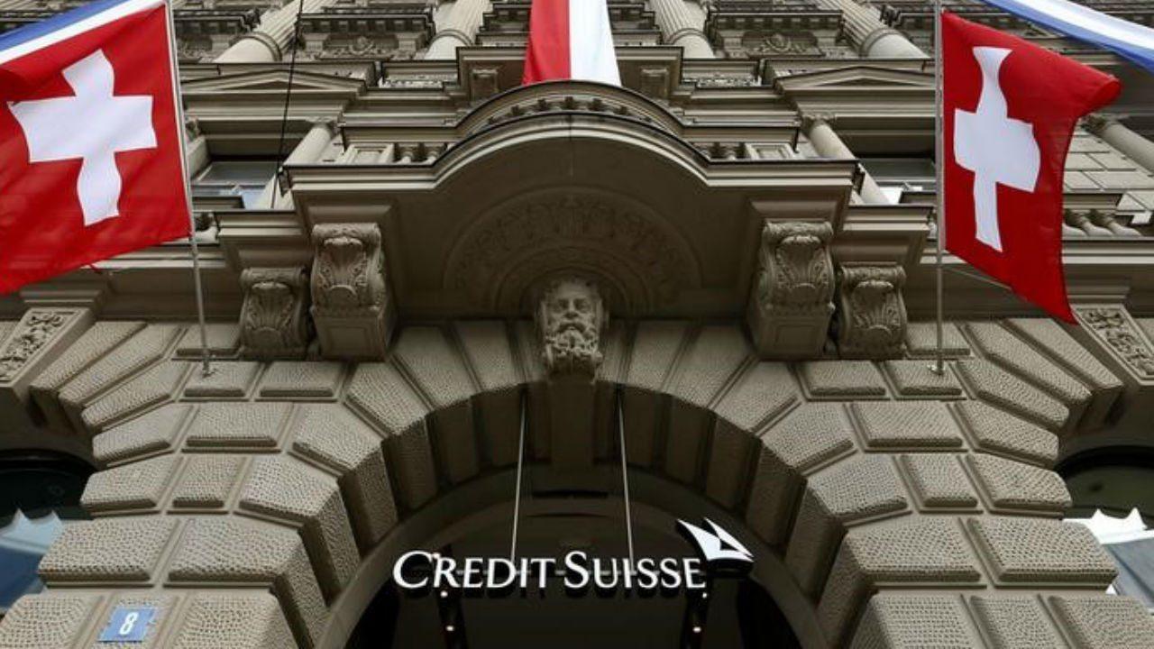 Credit Suisse pide a su personal no vacunado trabajar desde casa