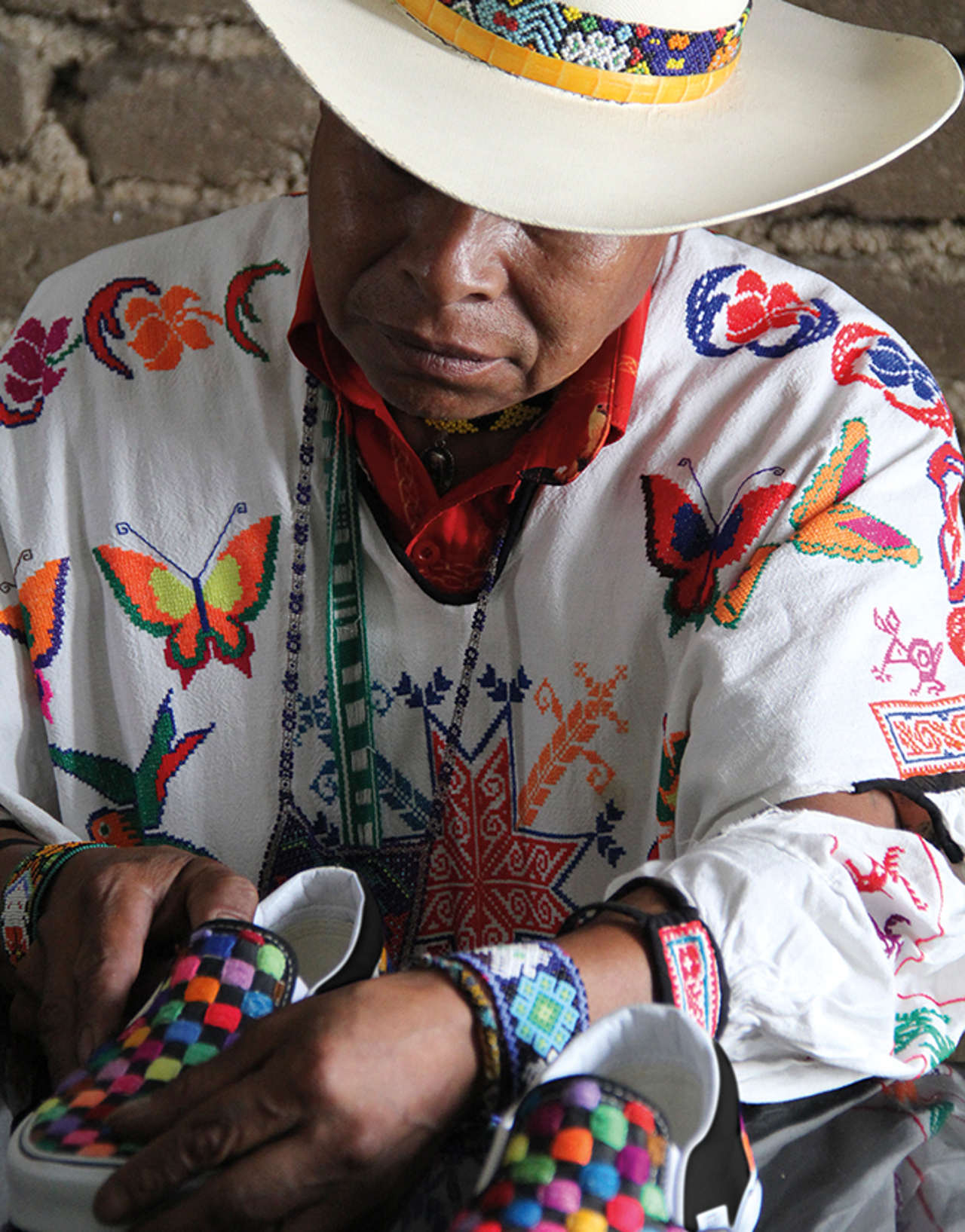 Vans se alía con Huicholes para diseñar línea de calzado