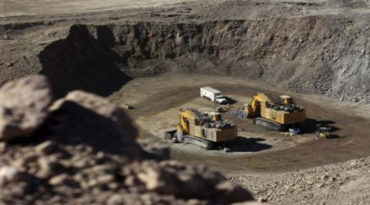 Actividad industrial cae en abril; la minería se hunde