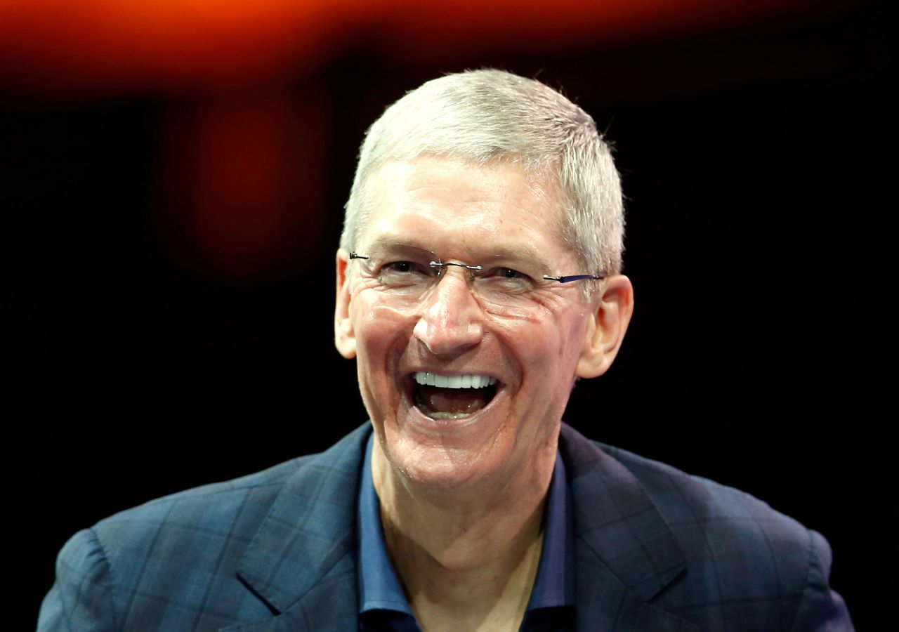 Tim Cook cambia su nombre a 'Tim Apple' tras error de Trump