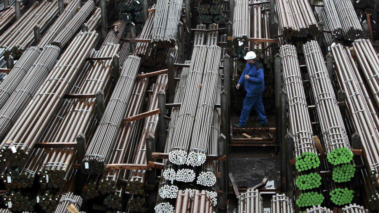 Trump considera aranceles a importaciones de acero y aluminio