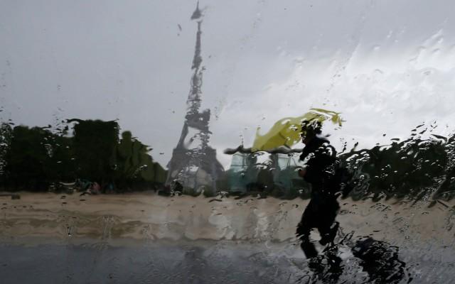 Ministro de Economía francés Emmanuel Macron presentó su dimisión