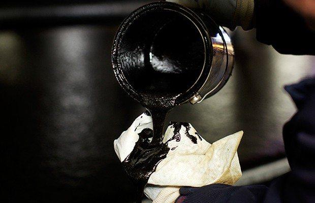 La crisis del petróleo golpeará a los estados con mayor actividad ante el crudo (Reuters).