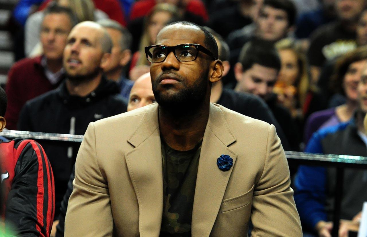 LeBron James lleva paso de multimillonario con su pase a Lakers