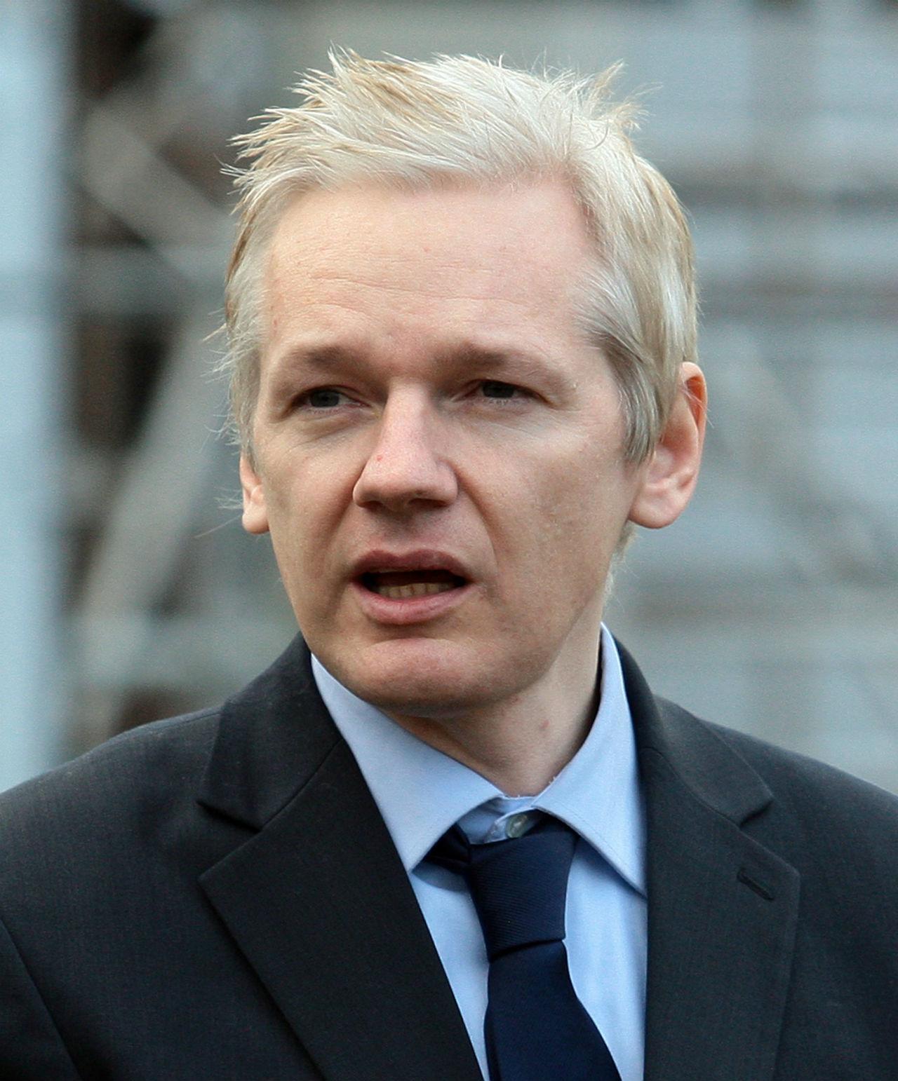 Assange amenaza las elecciones de EU con nuevos documentos
