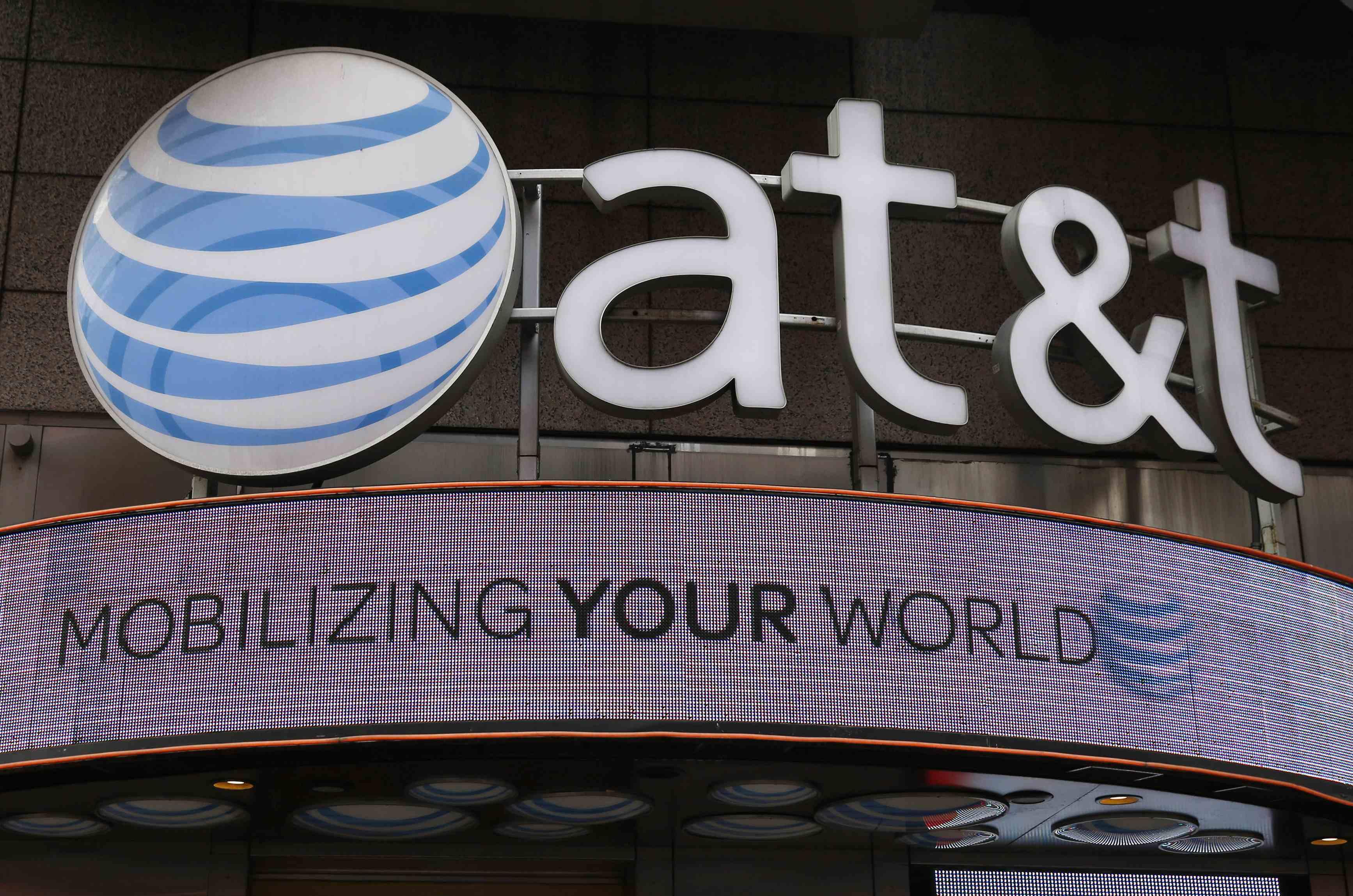 Telefónica, interesado en comprar activos de AT&T en Latinoamérica