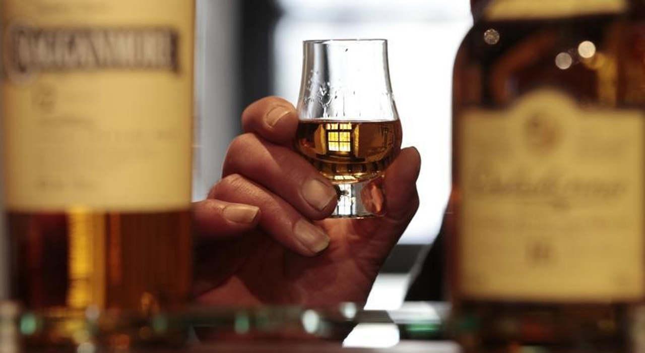 Sólo 10% de quienes beben en exceso son alcohólicos: estudio