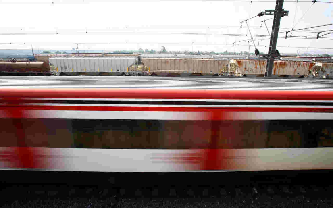 Tren que transportaba a legisladores en EU se estrella con un camión en Virginia
