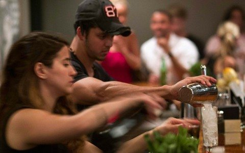 Población mundial disminuye consumo de bebidas alcohólicas