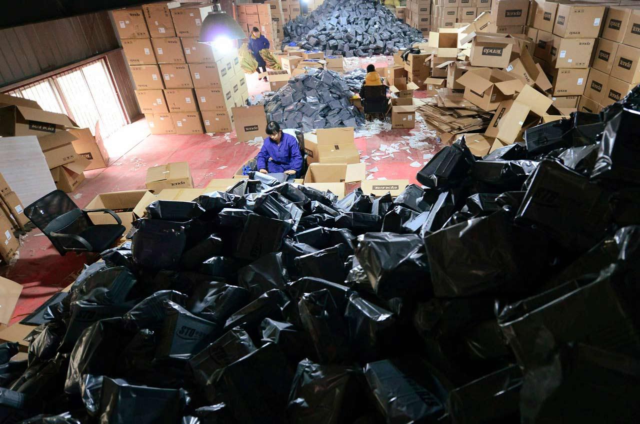 China afronta toneladas de basura tras el Día de los Solteros