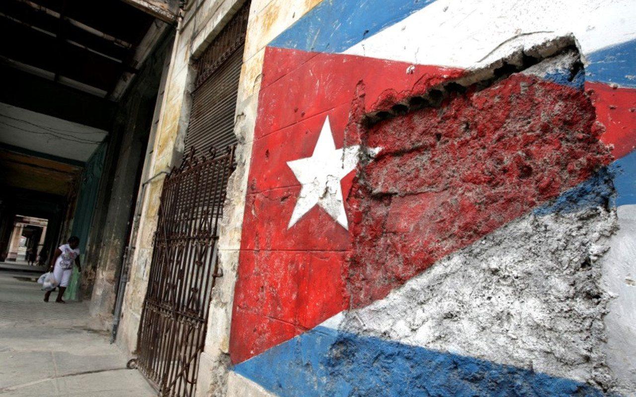 Cuba impone toque de queda  para frenar la Covid-19 ante indisciplina de habitantes
