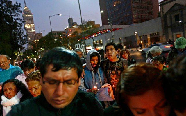 Un grupo de jóvenes de manifiesta en México (Foto: Reuters)