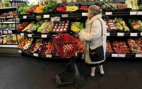 Prepárate para la 'megacuesta' de enero: habrá alza de 10% en alimentos por gasolinazo