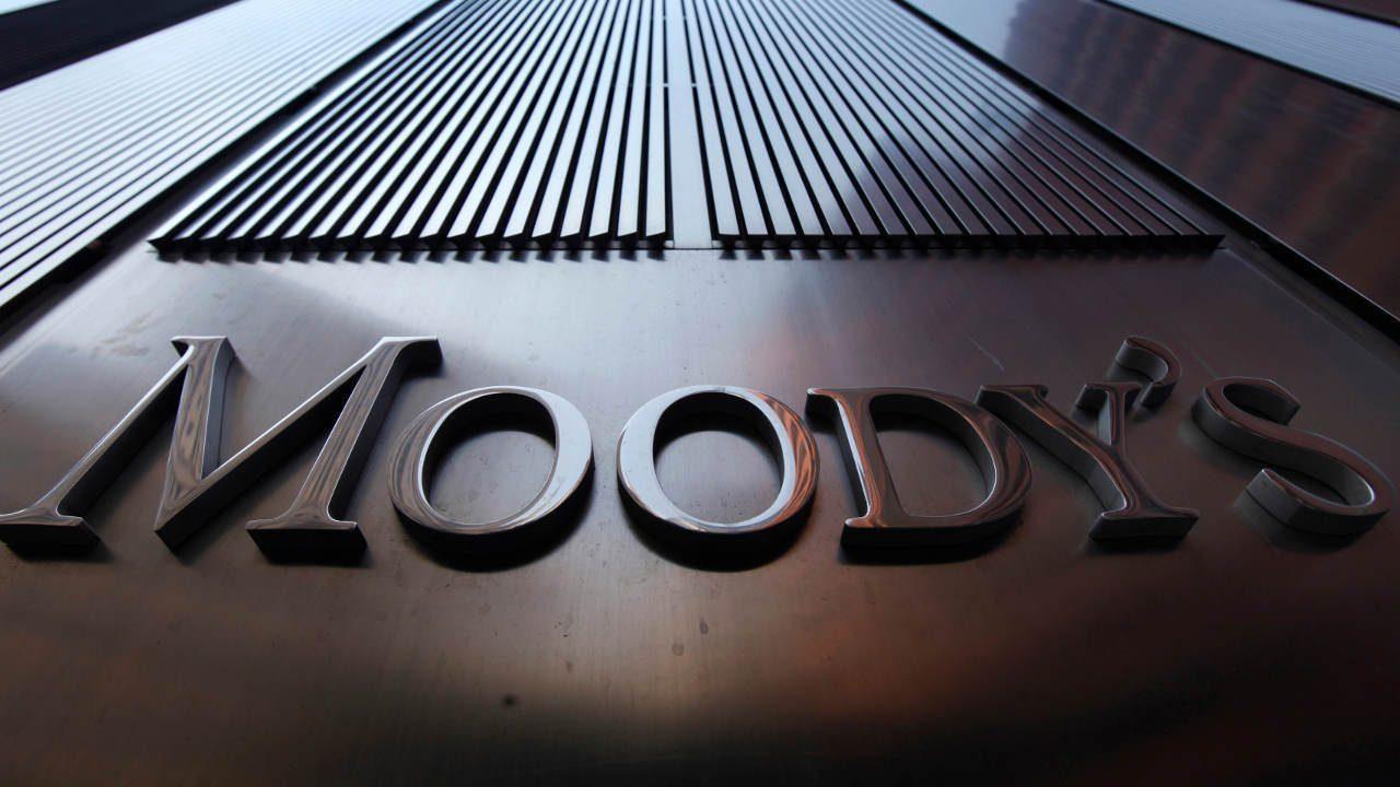 Moody's advierte riesgo en calificación de México si subordina reguladores energéticos