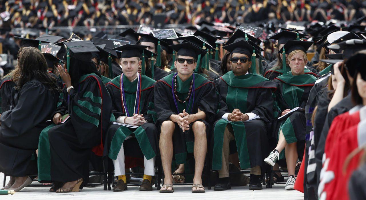 La verdadera razón por la que no se contrata a universitarios