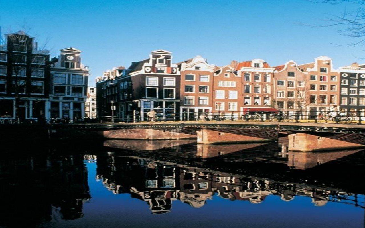 Ámsterdam, un lugar sumergido entre palacios tambaleantes