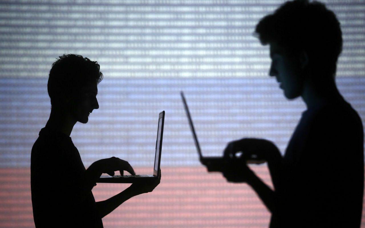 El 'padre' de la web sugiere dividir a Facebook y Google