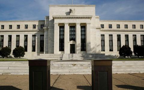 """Presionan al interior de la Fed para subir tasas """"relativamente pronto"""""""