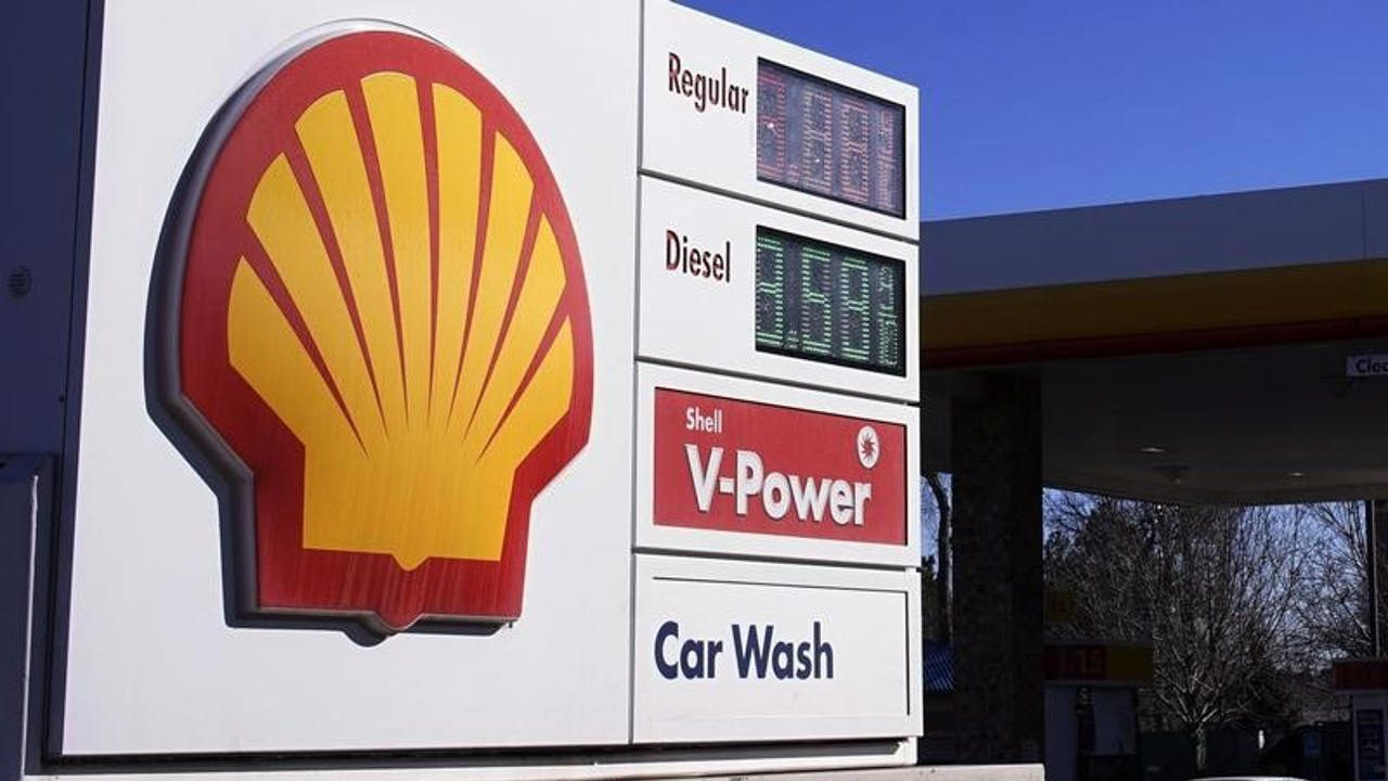 Trump contempla alza a impuesto de gasolina y diésel