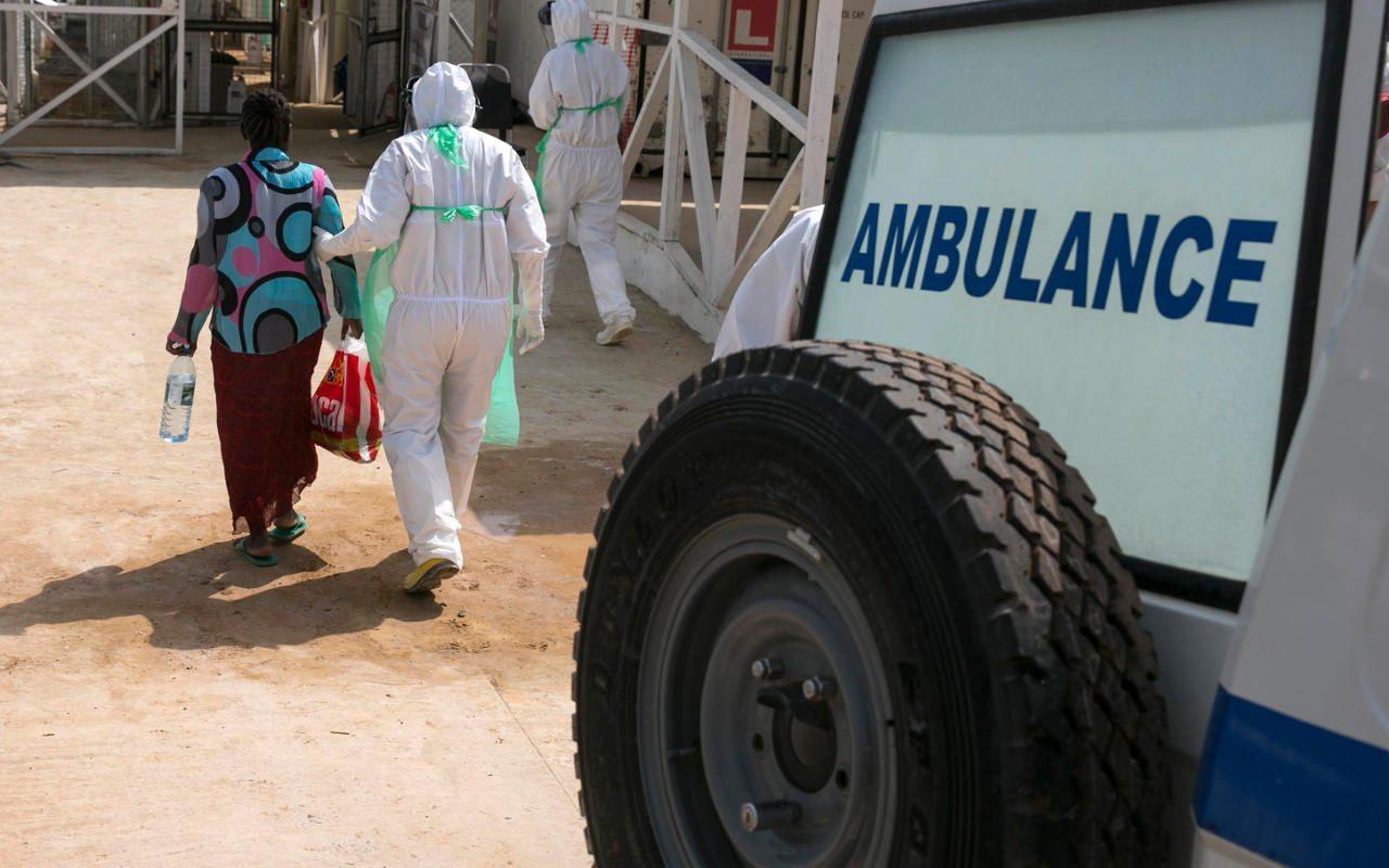 Congo confirma caso de ébola en frontera con Uganda