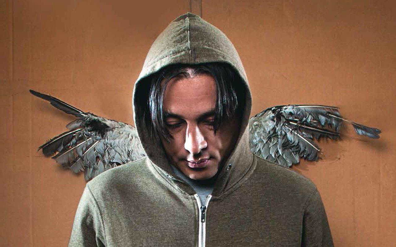 Moris: el artista rebelde que va y viene del infierno