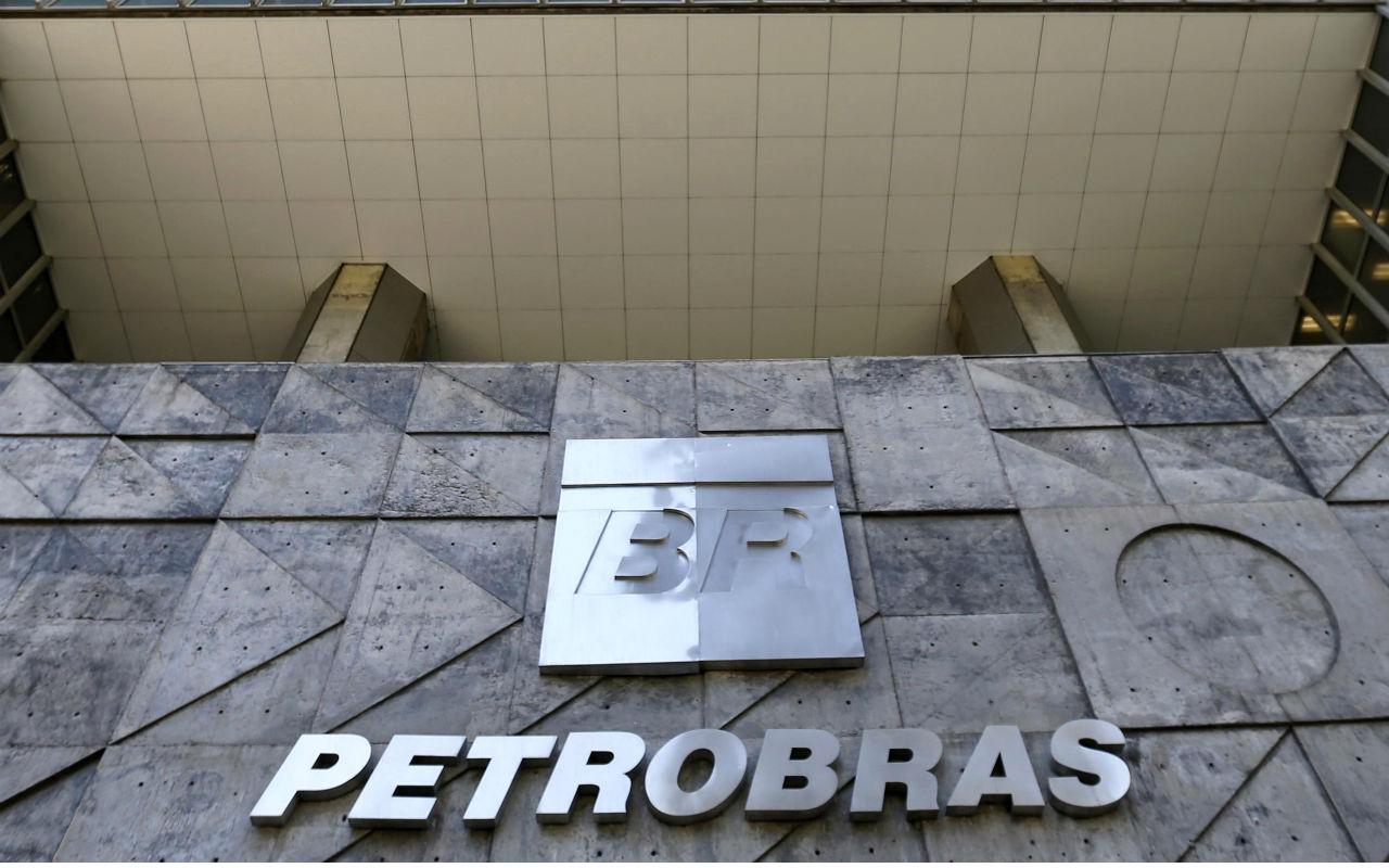 Acciones de Petrobras se desploman tras arreglo del gobierno con transportistas