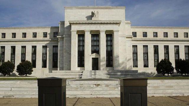 Pegan Fed y crudo a dólar; cae a $17.90