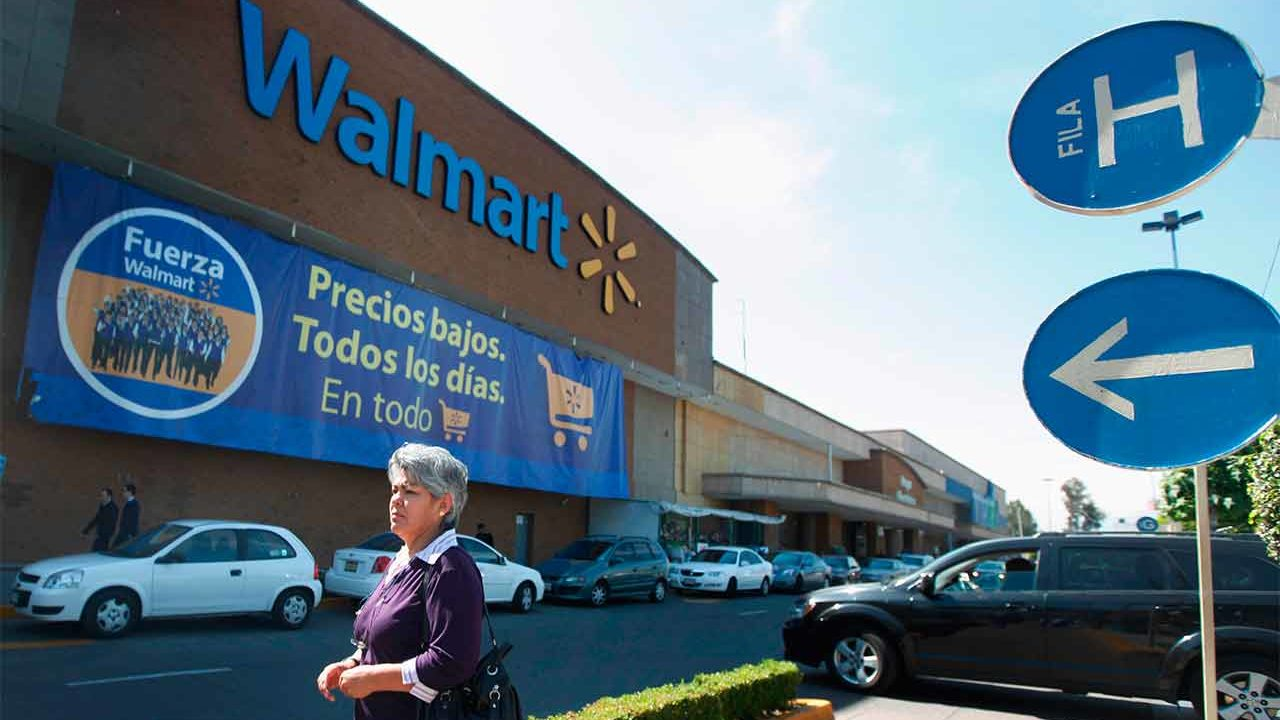 Vuelven adultos mayores a Walmart como empacadores; hay acuerdo con Inapam